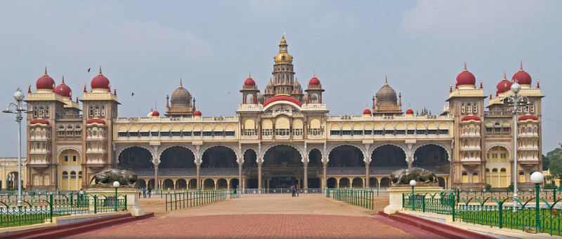 Mysore-palace-karnataka-tourist-places